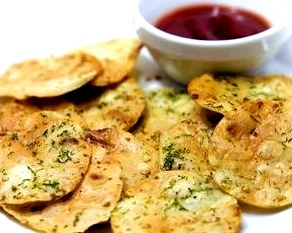 Чипсы с чесноком и зеленью из лаваша. Как сделать чипсы – мастер класс